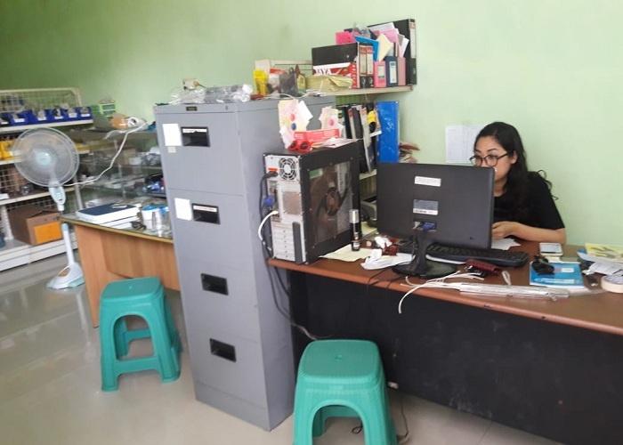 Karyawan Admin Ismail