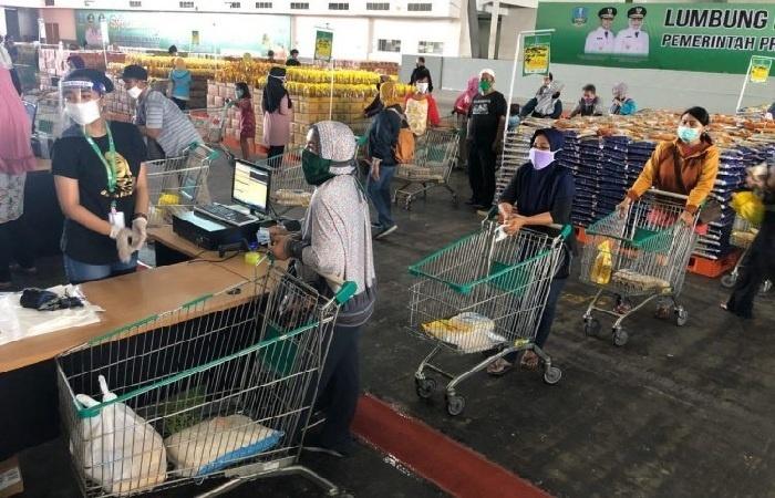 Physical Distancing dalam Pembelian di Lumbung Pangan Jatim