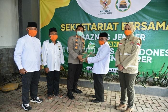 Pemkab Jember Berikan Dana Operasional Kebersihan Masjid