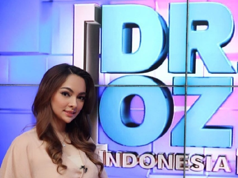 Dokter Reisa Host DR OZ Indonesia