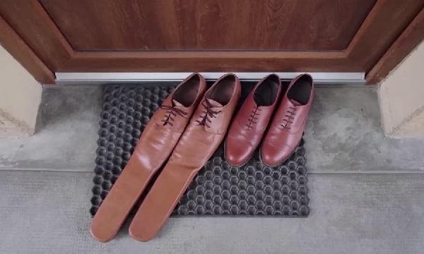 Sepatu Social Distancing