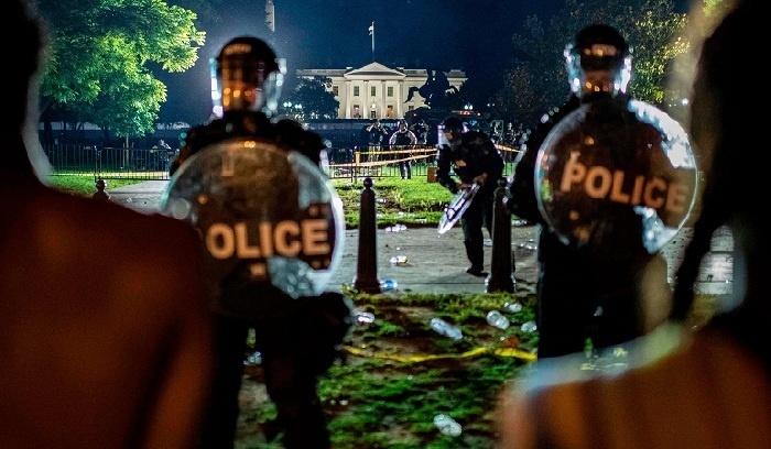 Eskalasi Demo Meningkat, Trump Dipindahkan ke Bunker di Gedung Putih