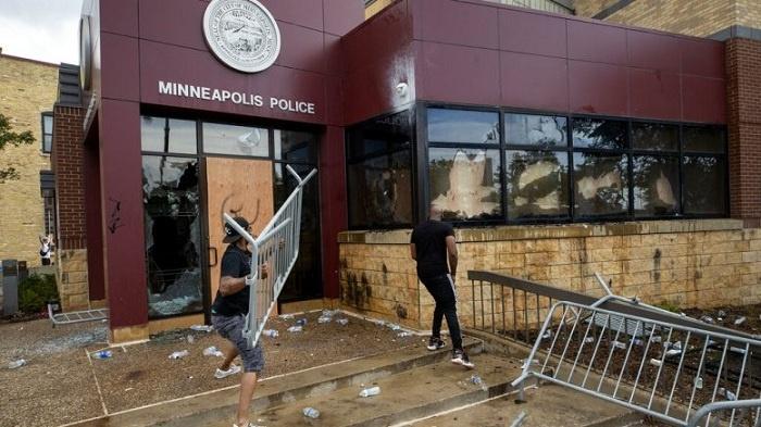 Perusakan Kantor Polisi di Minneapolis