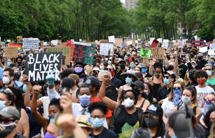 Otoritas Kesehatan Desak Demonstran Floyd Jalani Tes Corona