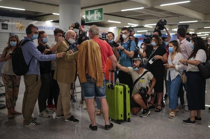Turis Jerman Diwawancai Media Spanyol