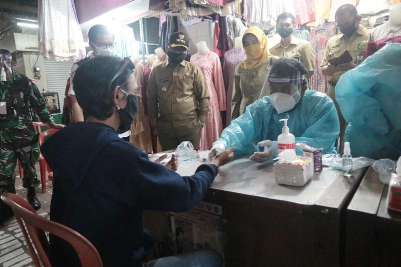 Walikota Malang Awasi Langsung Rapid Test di Pasar Besar