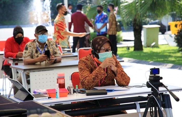 Walikota Risma Minta Pedagang Surabaya Patuhi Protokol Kesehatan