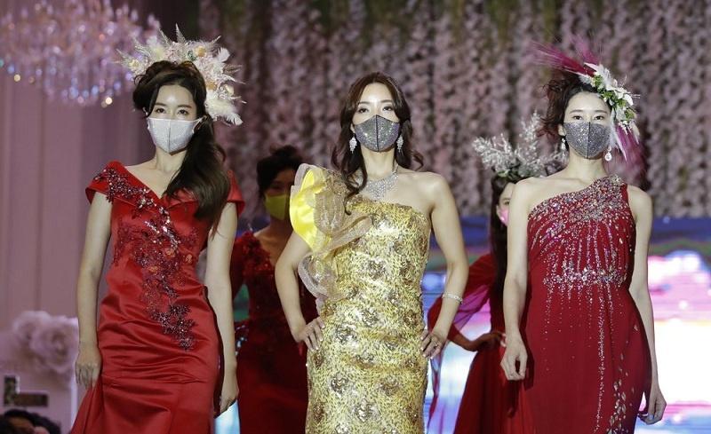 Seoul Gelar Fashion Show Lengkap dengan Atribut Masker