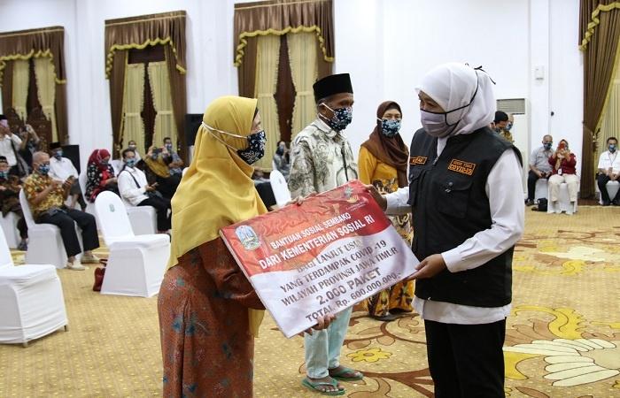 2.300 Lansia Terdampak COVID-19 di Jatim Dapat Bantuan Paket Sembako