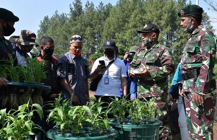 Prajurit Brigif Para Raider 18/Divif 2 Kostrad Tetap Berlatih & Terapkan Program Ketahanan Pangan di Masa Pandemi