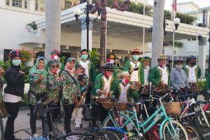 Peringati HUT RI, Gowes Nggedabrus Bagikan Masker & Launching Jersey