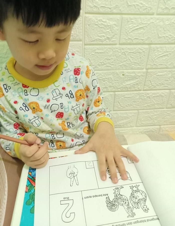 Belajar online dg mengenakan piyama