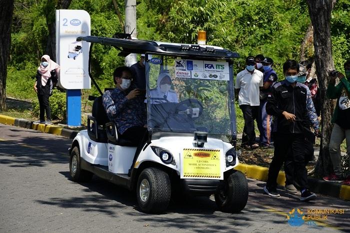 i-Car berbentuk mobil golf