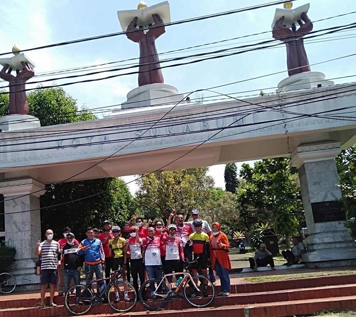 Foto Bersama di Alun2 Sukabumi