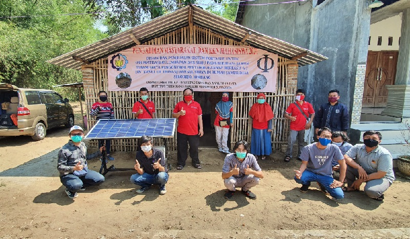 KKN di Jombang, ITS Ciptakan Alat Otomasi Kelembaban dan Suhu Budidaya Jamur Tiram