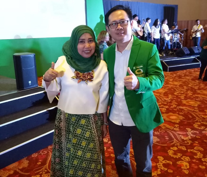 Hartini bersama Jefrey Key CAO Manulife Indonesia