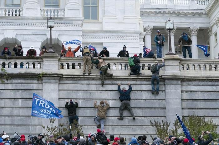 Kerusuhan di Capitol Hill