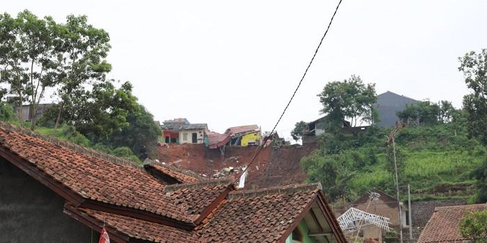 Longsor di Desa Cihanjuang,, Kabupaten Sumedang