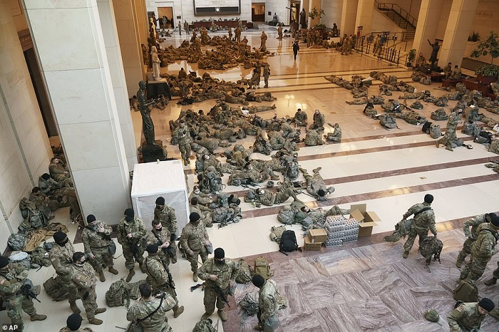Suasana mirip perang di Gedung Capitol