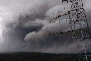 Muntahkan Awan Panas, Status Gunung Semeru Level 'Waspada'