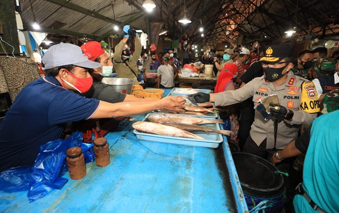 Kapolda himbau pedagang pasar ikan patuhi prokes