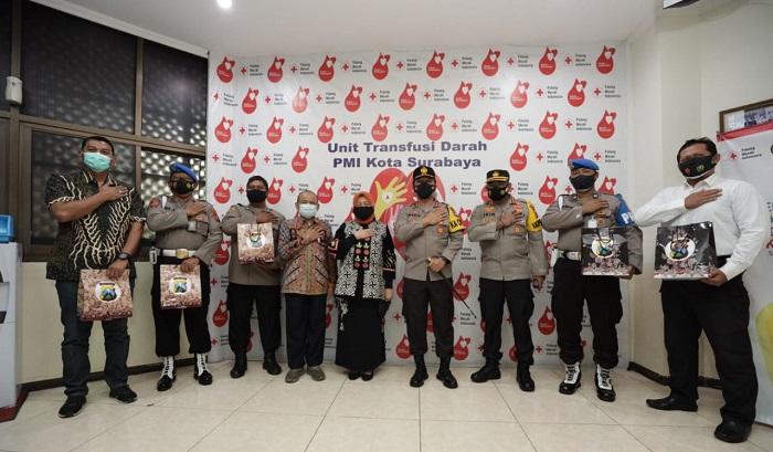 Kapolda bersama PMI Surabaya