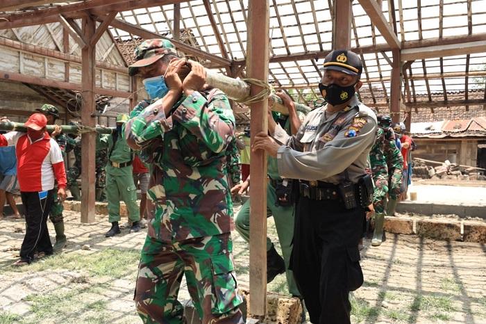 TNI-Polri membangun daerah