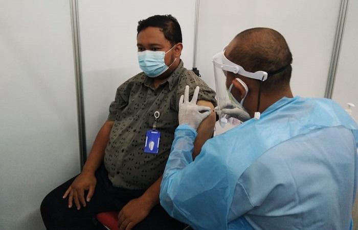 Staf UB Terima Suntikan Vaksin Dosis ke Dua