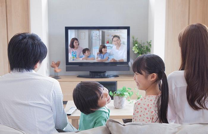 Nonton film bareng keluarga