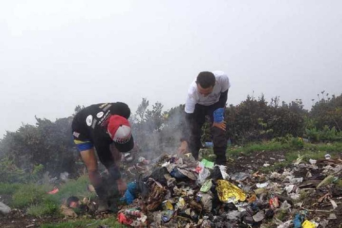 Jaga kebersihan gunung