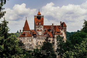 Seram, Vaksinasi COVID-19 di Kastil Drakula