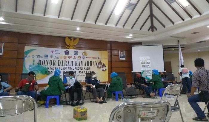 Warga Surabaya Sambut Antusias 'Donor Darah Ramadhan Pundi Amal Peduli Kasih'