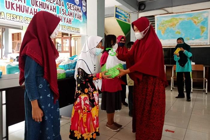 SDN Rangkah VI/168 Surabaya Gelar Bakti Sosial dan Pembagian Takjil