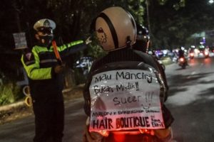 Petugas Berjaga 24 Jam di Pos Penyekatan Selama Larangan Mudik 2021