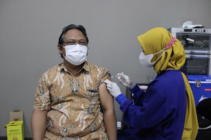 Sivitas Akademika ITN Malang Terima Vaksinasi COVID-19 Dosis Pertama