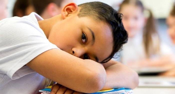 Anak sedih di sekolah