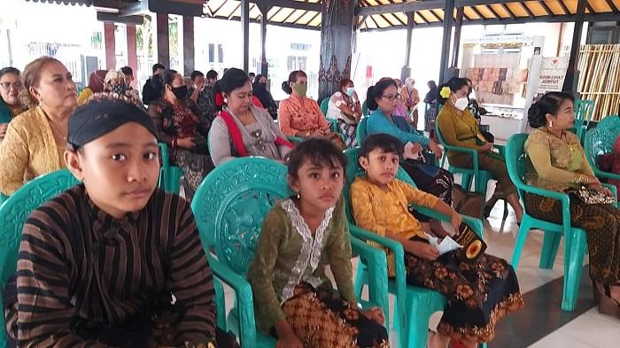 Anak2 di Ngaglik berpakaian Jawa