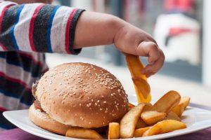 Saat Kecil Banyak Konsumsi Makanan Ultra-Proses, Berpotensi Obesitas Saat Dewasa