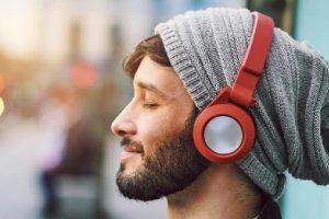 Sering Pakai Headphone? 5 Cara Ini Bisa Melindungi Pendengaran Tetap Sehat