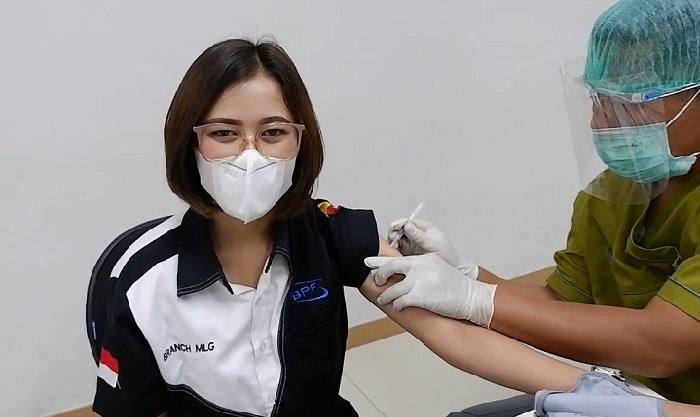 Wujudkan Masyarakat Sehat, 100 Karyawan BPF Malang Ikuti Vaksinasi