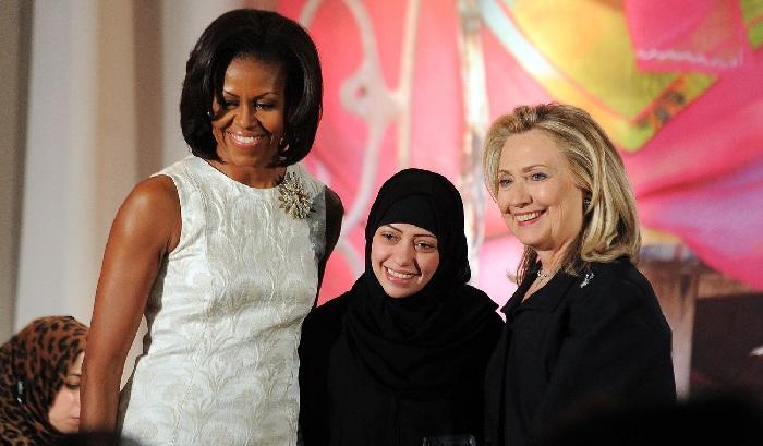 Samar Badawi diapit 2 mantan first lady AS