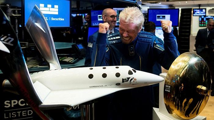 Richard Branson paska wisata ke luar angkasa