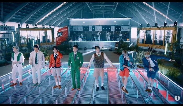 """BTS Tampil di """"Live Lounge"""" BBC Radio 1 Untuk Pertama Kalinya"""