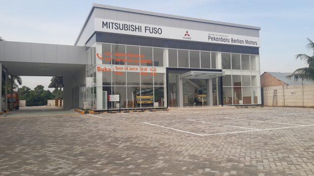 Mitsubishi Fuso Perkuat Eksistensi di Pulau Sumatera dengan Menambah Jaringan Diler ke-54 di Pekanbaru