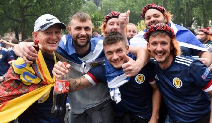 Suporter Sepakbola Dituding Penyebab Melonjaknya Kasus COVID-19 di Skotlandia
