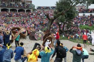 Tradisi Saling Lempar Batu di India Lukai Puluhan Orang Hanya dalam 7 Menit