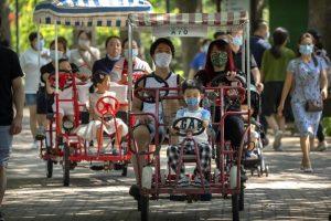 Krisis Demografi, China Izinkan Pasangan Miliki Tiga Anak