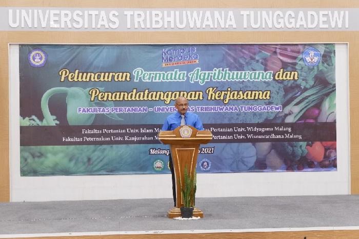 Dekan FT UNITRI memberikan sambutan