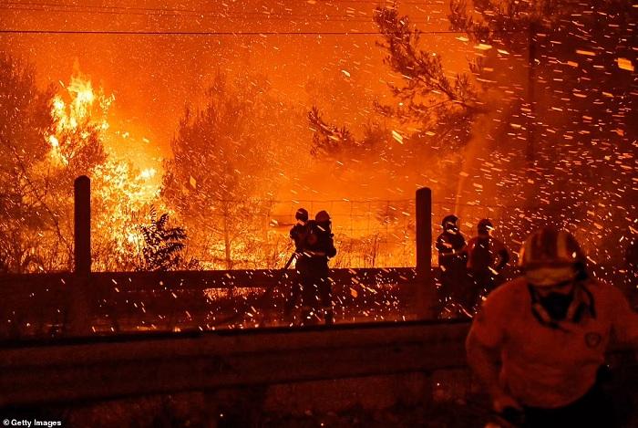 Kebakaran hebat di Yunani