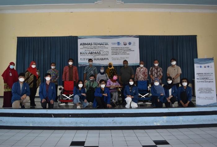 Tim Abmas ITS dan para guru SLB YPAC
